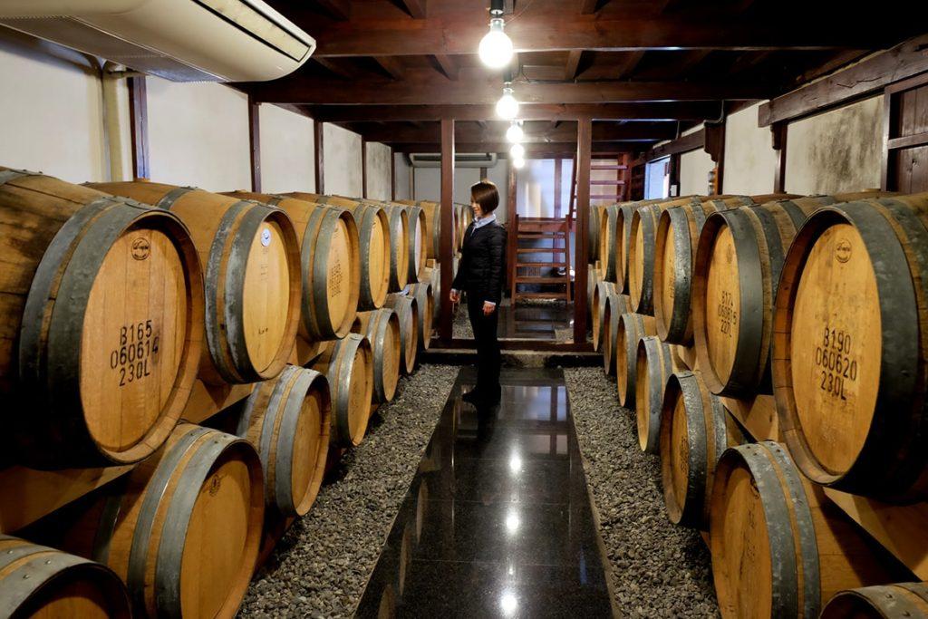ここは1Fにある貯蔵庫。 実際に使われていたワイン樽が展示されいて見学することができます。