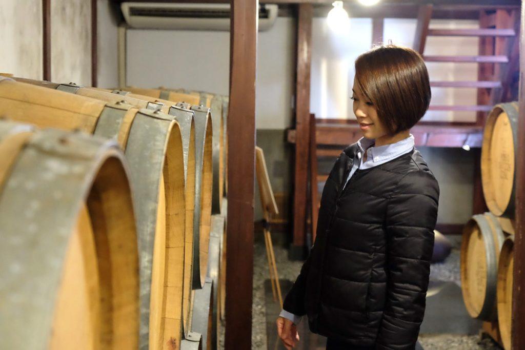 普段、あまり見ることのできないワイン樽に興味津々です。