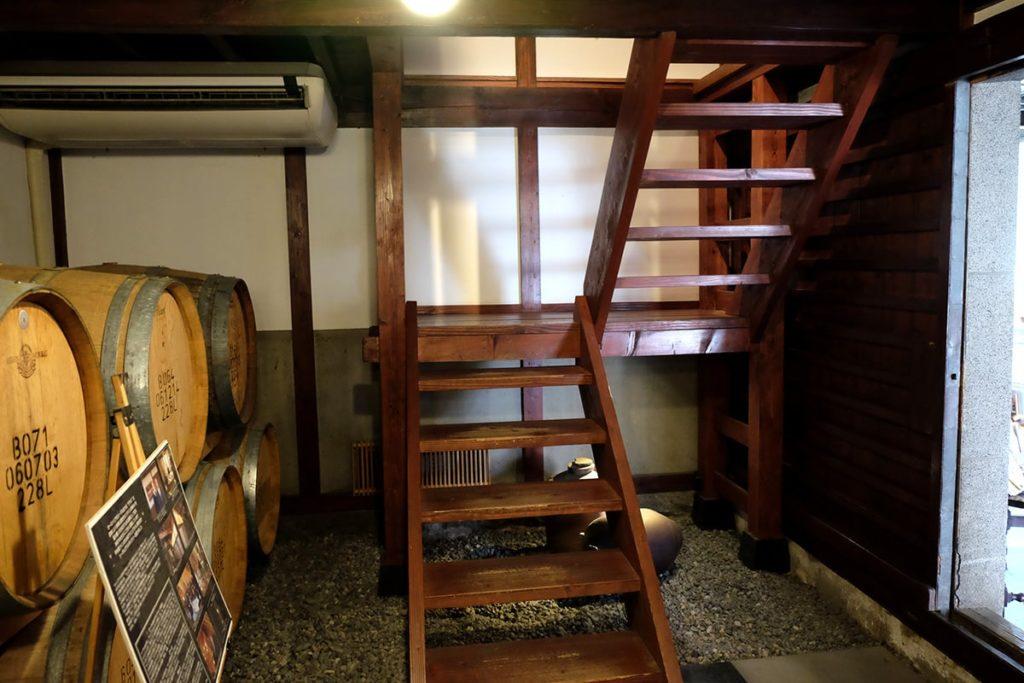 貯蔵庫から2Fに上がる階段を上ると、、、