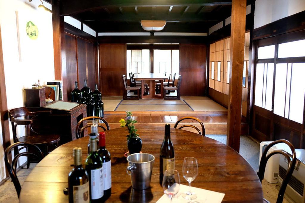 勝沼醸造さんのテイスティングルーム