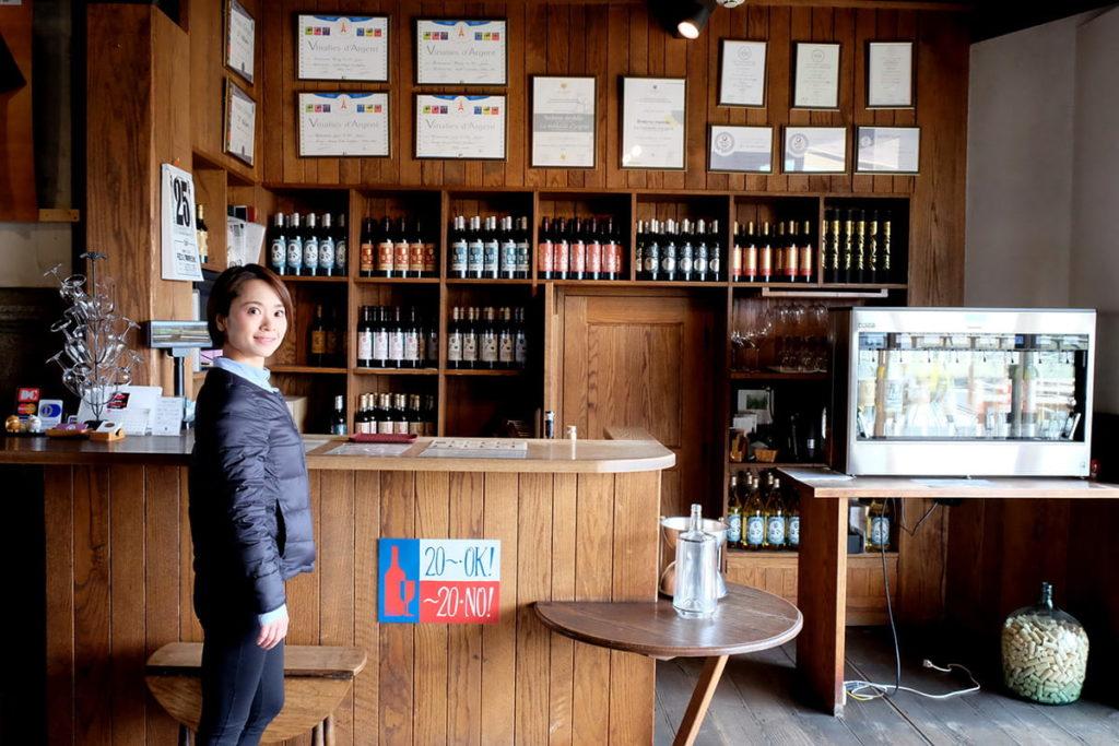 勝沼醸造さんのテイスティングカウンター