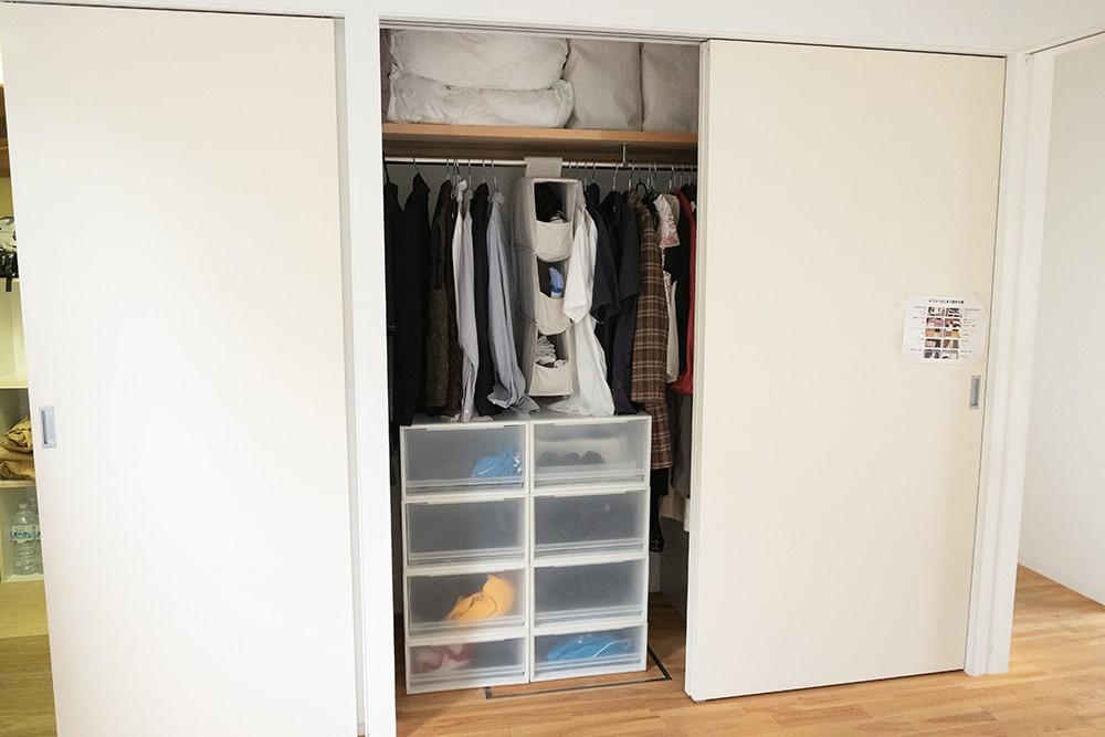 こちらはtiimo(ちいも)さんのお洋服。お洋服は洗濯機で週2回程度回せる数あれば十分なんだとか。