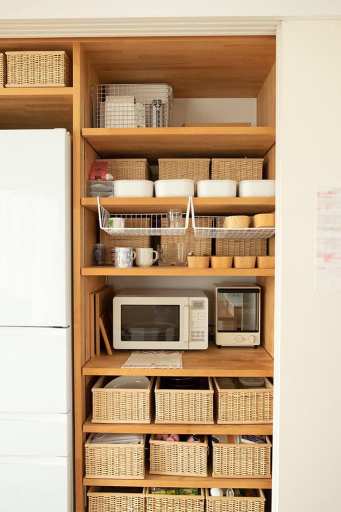 そして見てください。綺麗に統一されたキッチン収納。