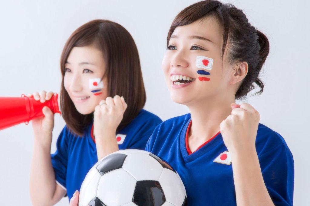 サッカー観戦を盛り上げるアイテムといえば、、、、 ユニフォーム・タオル、そしてフェイスペイント!